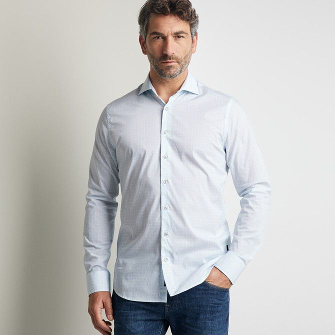 Comfortable fine poplin stretch shirt with square print and wide spread collar.
